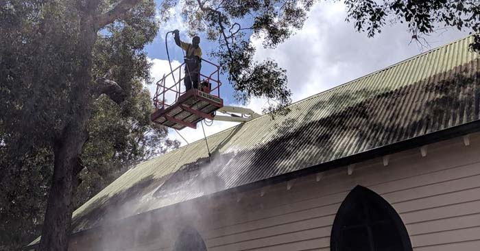 high pressure roof cleaning on colorbond roof