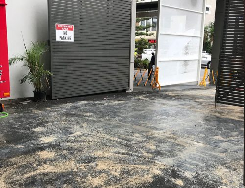 Cleaning Up Large Oil Spills